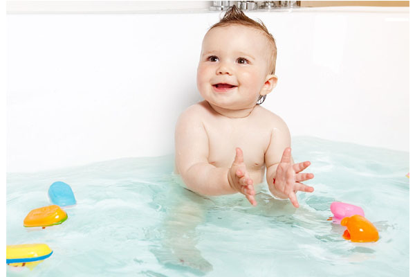 Swim Lessons at Home: 3 Things to Teach Infant in the Tub